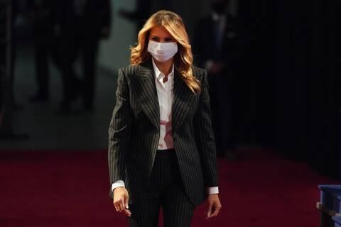 ΗΠΑ: Η Μελάνια Τραμπ ακύρωσε ταξίδι λόγω «επίμονου βήχα»
