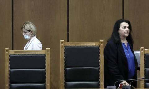 Αντίπαλες στην ίδια έδρα! Ψυχροπολεμικό κλίμα ανάμεσα στην πρόεδρο και την εισαγγελέα