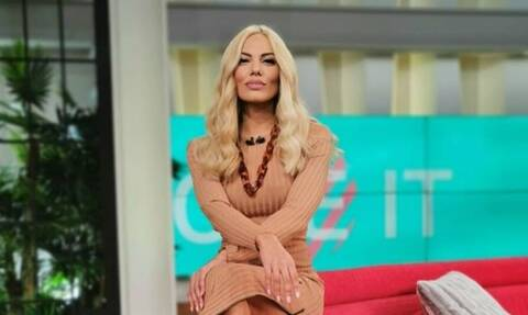 Το «καυτό» μίνι της Ιωάννας Μαλέσκου (photos)