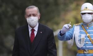 Ο κορονοϊός σκοτώνει την Τουρκία και ο Ερντογάν τον… χαβά του!