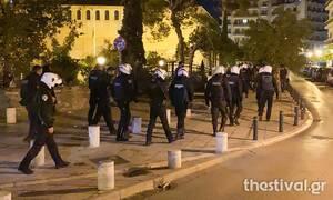 Κορονοϊός: Ασφυκτικά γεμάτες οι πλατείες της Θεσσαλονίκης - Τα μηνύματα από τα μεγάφωνα