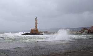 Η κακοκαιρία σαρώνει την Κρήτη: 298 κλήσεις για αντλήσεις υδάτων και 33 διασώσεις πολιτών