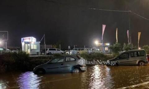 Κακοκαιρία: «Πνίγηκαν» τα Χανιά - Εγκλωβίστηκαν οδηγοί, πλημμύρισαν καταστήματα