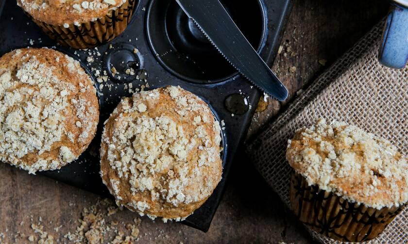 Υγιεινά muffins με μήλα (vid)