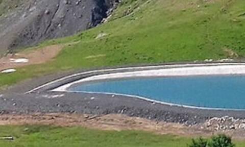 Αυτή η λίμνη με το περίεργο σχήμα είναι στην Ελλάδα!