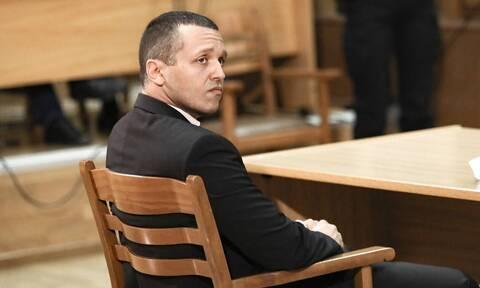 Δίκη Χρυσής Αυγής: Παραδόθηκε στο αστυνομικό τμήμα ο Ηλίας Κασιδιάρης