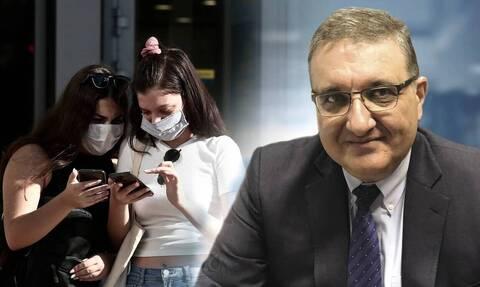 Εξαδάχτυλος στο Newsbomb.gr: Ίσως ξεπεράσουμε τα 2.000 κρούσματα - Το παράδειγμα της Ελβετίας