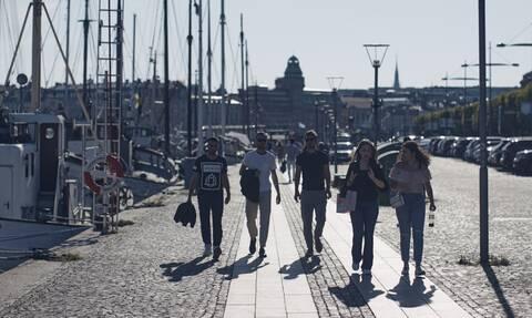 Κορονοϊός: Απίστευτοι! Η Ευρώπη αυξάνει τα μέτρα και η Σουηδία τα χαλαρώνει