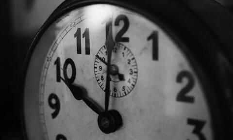 Χειμερινή ώρα: Πότε γυρίζουμε μία ώρα πίσω τα ρολόγια - Οι συνέπειες για τις τρεις ζώνες στην Ευρώπη