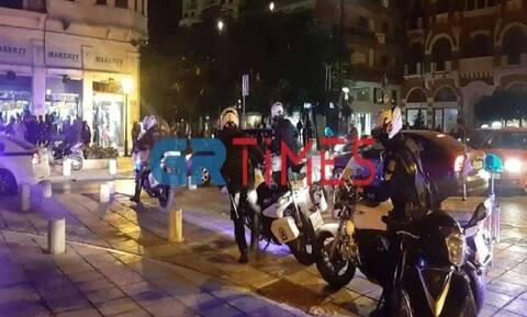 Κορονοϊός: «Χαλαρά»! Απίστευτες εικόνες συνωστισμού στη Θεσσαλονίκη