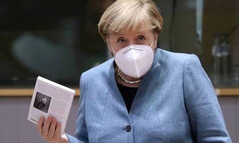 Γερμανία-κορονοϊός: Η Μέρκελ παρότρυνε τους Γερμανούς να περιορίσουν κοινωνικές επαφές και ταξίδια