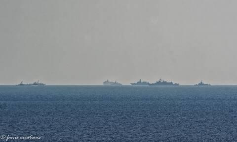 Εικόνα ντοκουμέντο: Το Oruc Reis ορατό με γυμνό μάτι από τη Ρόδο - Γέμισε πολεμικά πλοία η περιοχή