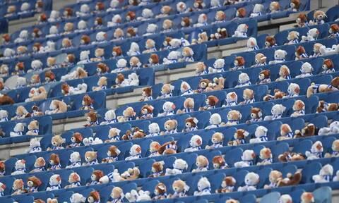 Γέμισε το γήπεδο με 15.000 αρκουδάκια – Ο λόγος πολύ σημαντικός! (vid)