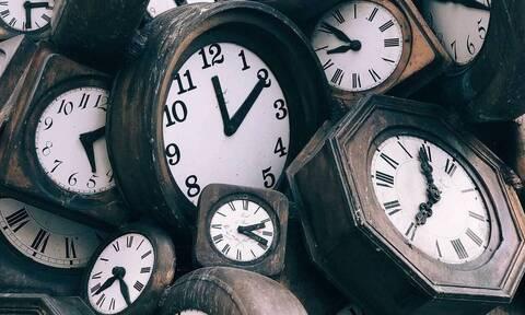 Άλλαξε η ώρα: Μην ξεχαστείτε! Γυρίζουμε τα ρολόγια μας μία ώρα πίσω