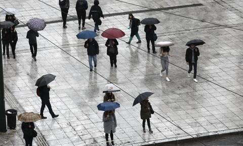Καιρός: Συνεφιασμένη Κυριακή με βροχές και καταιγίδες - Πού θα βρέξει (χάρτες)