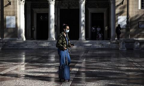Κορονοϊός: «Αγγίζουμε» τα 1.000 κρούσματα - Αγωνία για τις ΜΕΘ - Συναγερμός σε Σέρρες, Θεσσαλονίκη