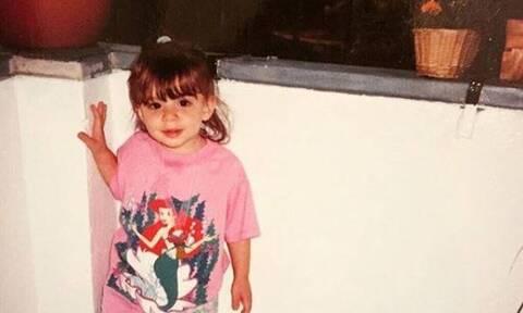 Αναγνωρίζεις την τραγουδίστρια στο κοριτσάκι της φωτογραφίας;