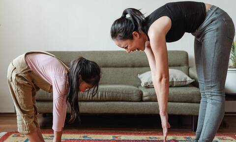 Δεκάλεπτο πρόγραμμα ασκήσεων για κοιλιακούς στο σπίτι