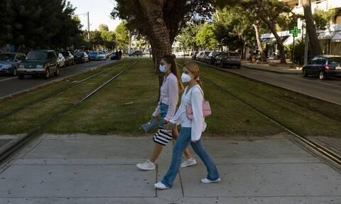 Τσακρής στο Newsbomb.gr: Μπαίνουμε σε περίοδο έξαρσης των κορονοϊών - Οι νέοι «οδηγούν» την πανδημία