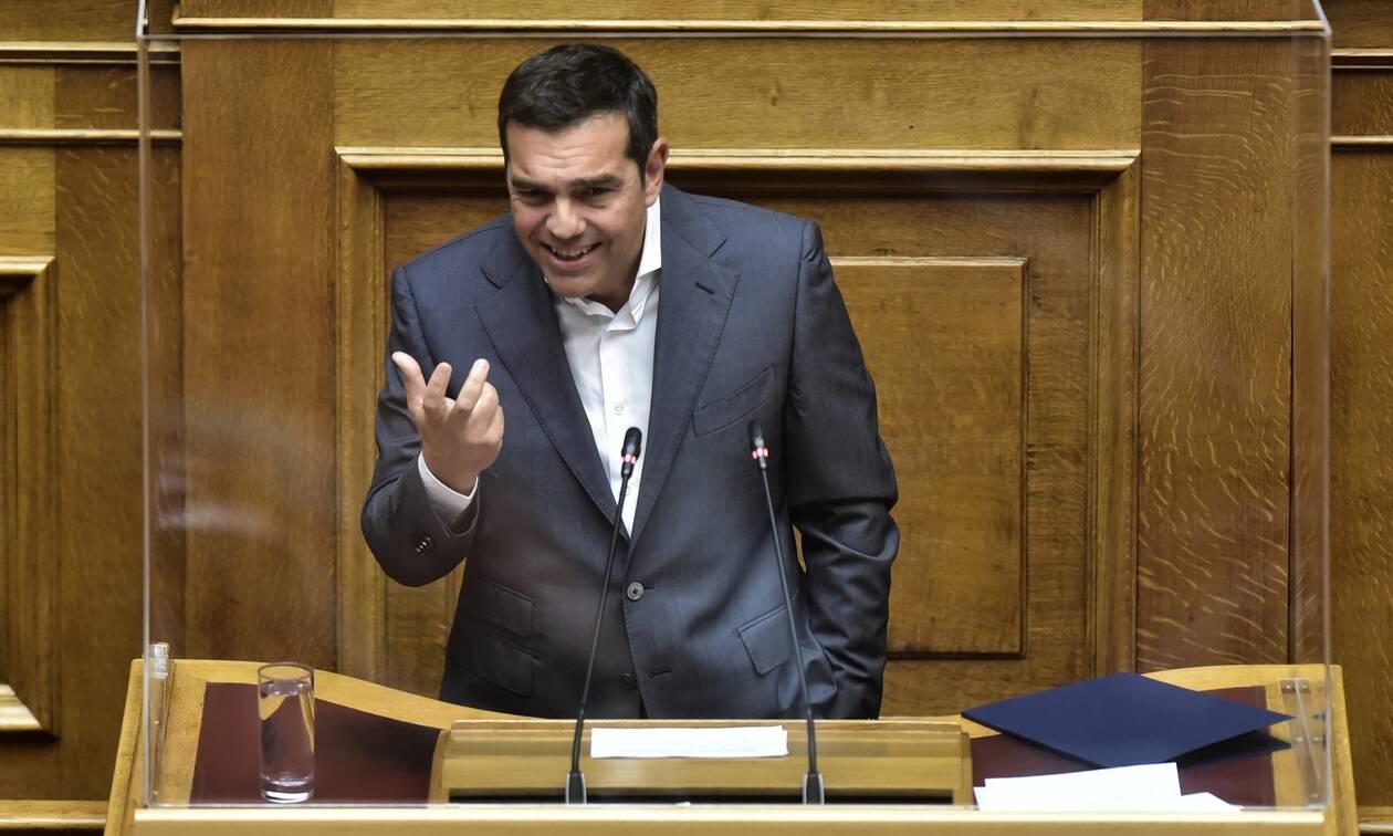 Βουλή LIVE - Πρόταση μομφής: Στο βήμα ο Αλέξης Τσίπρας
