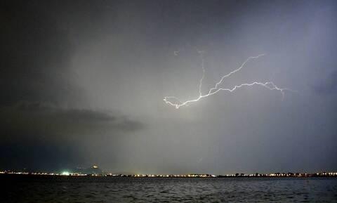 Καιρός: Πού αναμένονται βροχές και καταιγίδες τη Δευτέρα (25/10)