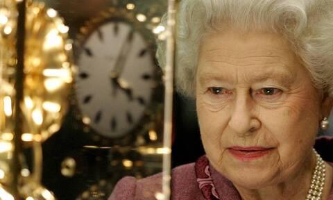 Αλλαγή ώρας: Πόσο χρειάζεται για να αλλάξουν οι δείκτες στα 1.500 ρολόγια της βασίλισσας Ελισάβετ