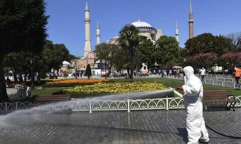 Κορονοϊός στην Τουρκία: 2.017 κρούσματα και 72 θάνατοι σε 24 ώρες