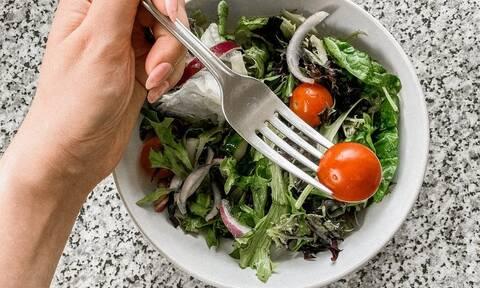 Τρία πράσινα λαχανικά που σας κρατούν σε φόρμα