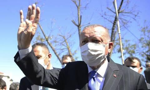 Τουρκία: Ο κόσμος πεινάει κι ο Ερντογάν του δίνει… τσάι (vid)