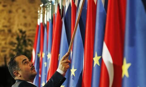 Κομισιόν για Τουρκία: «Αν συνεχίσει τις προκλήσεις, θα πρέπει να σκεφτούμε τι θα κάνουμε»
