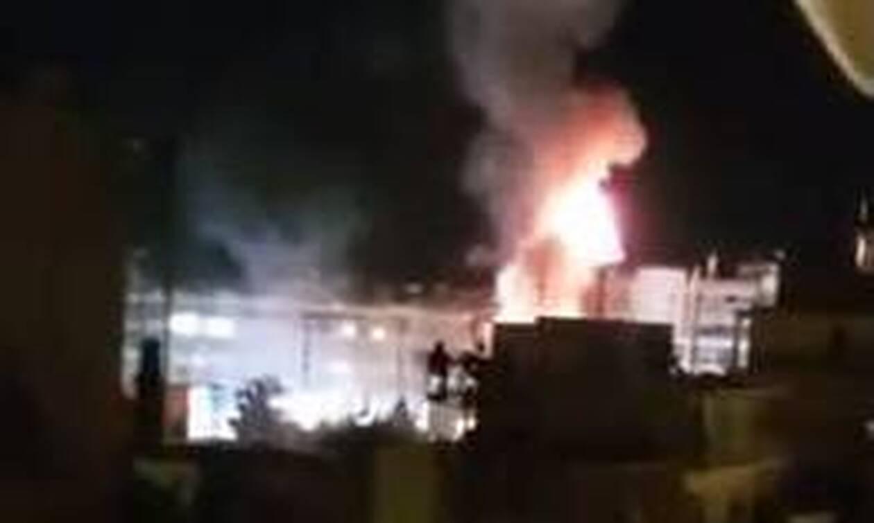 Φωτιά Τώρα: Μεγάλη πυρκαγιά σε εστιατόριο στο Παλαιό Φάληρο