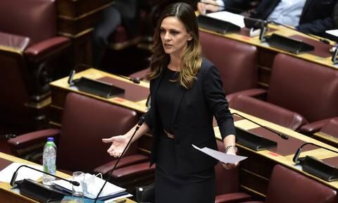 Έφη Αχτσιόγλου: Όσοι βγάζουν πάνω από 7.000 ευρώ χάνουν το σπίτι τους την επόμενη μέρα