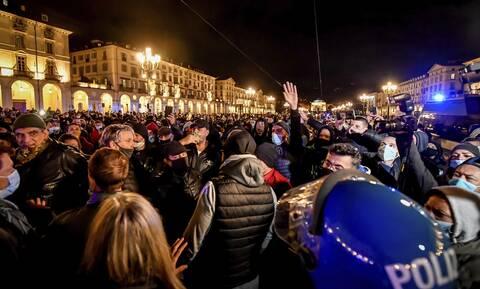 Ιταλία - Κορονοϊός: Ένταση σε Τορίνο και Μιλάνο λόγω των περιορισμών που επέβαλε η κυβέρνηση Κόντε