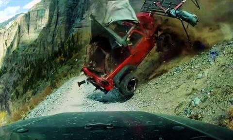 Απίστευτο ατύχημα με ένα Jeep Wrangler που πέφτει στο γκρεμό!