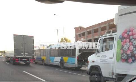 Κίνηση στην Εθνική Οδό από βλάβη σε λεωφορείο (pics)