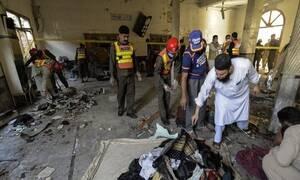 Μακελειό στο Πακιστάν: Δείτε βίντεο από τη στιγμή της έκρηξης στην Πεσαβάρ (ΣΚΛΗΡΕΣ ΕΙΚΟΝΕΣ)