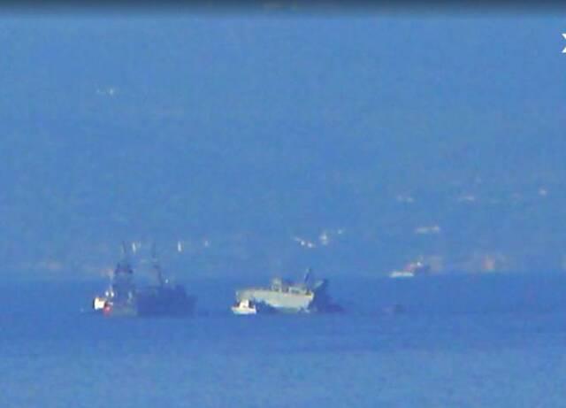 Το πλοίο του Πολεμικού Ναυτικού κόπηκε στα δύο και πήρε κλίση
