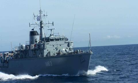 Θρίλερ με πλοίο του Πολεμικού Ναυτικού: Συγκρούστηκε με εμπορικό έξω από το λιμάνι του Πειραιά