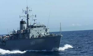 Θρίλερ με πλοίο του Πολεμικού Ναυτικού: Συγκρούστηκε και βυθίζεται έξω από το λιμάνι του Πειραιά