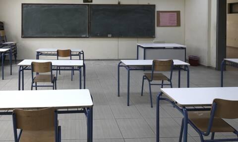 Αξιολόγηση εκπαιδευτικών: 150.000 καθηγητές και δάσκαλοι στα «θρανία» - Τι αλλάζει από φέτος