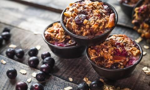 Με αφορμή την 28η Οκτωβρίου φτιάξτε muffins με βρόμη και μήλα (vid)