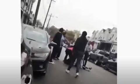 ΗΠΑ: Δολοφονία Αφροαμερικανού από αστυνομικούς στη μέση του δρόμου (ΣΚΛΗΡΕΣ ΕΙΚΟΝΕΣ)