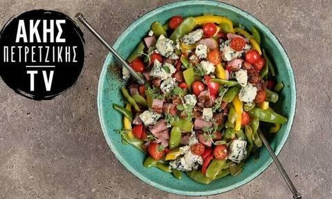 Άκης Πετρετζίκης: Ζεστή σαλάτα με φασολάκια και blue cheese