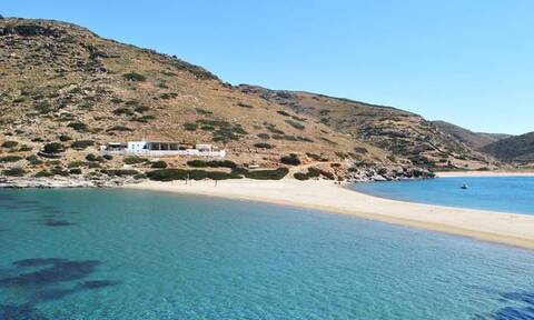 Η ελληνική παραλία που δεν χορταίνεις να τη βλέπεις