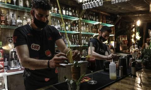 Κορονοϊός: Έτσι ανοίγουν τα μαγαζιά παρά το «λουκέτο»