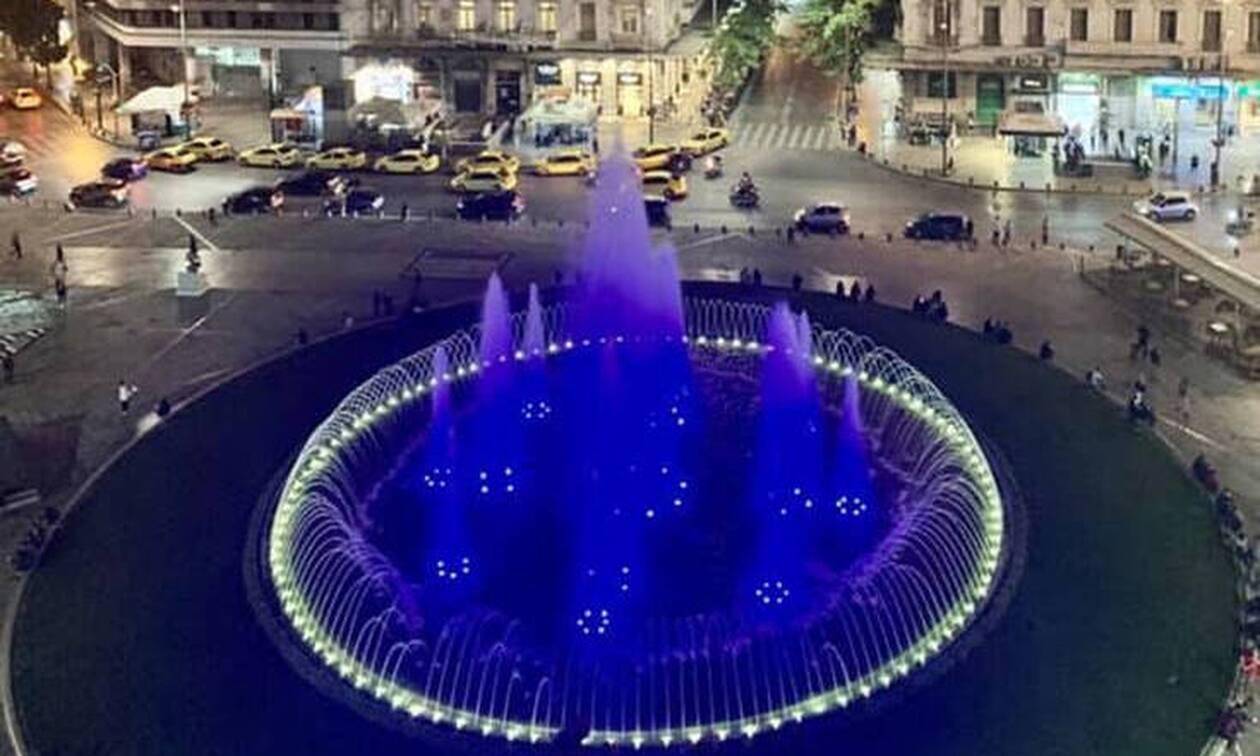 Δήμος Αθηναίων: Στα γαλανόλευκα το συντριβάνι της Ομόνοιας για την 28η Οκτωβρίου