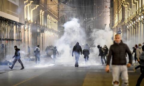 Ιταλία: Νέα ένταση στην Ρώμη - Η αστυνομία χρησιμοποίησε αντλίες για να διαλύσει νεοφασίστες