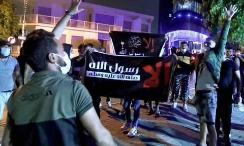 Κύπρος: Ένταση και προκλήσεις από μουσουλμάνους - Kατέβασαν τη σημαία από τη γαλλική πρεσβεία