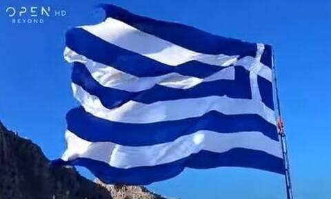 28η Οκτωβρίου: Η μεγαλύτερη ελληνική σημαία κυματίζει στο Καστελόριζο - Εντυπωσιακές εικόνες