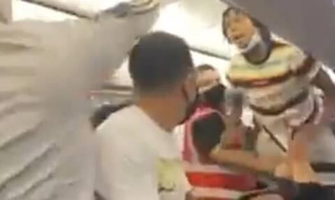 Χαμός σε πτήση: Δεν φόραγε μάσκα και έγινε... πανικός (video)